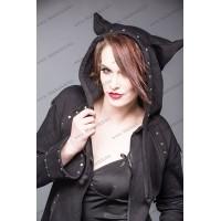 Zwart jasje met klinknagels en afzuigkap